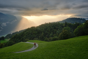 En descendant sur le village de Reuti